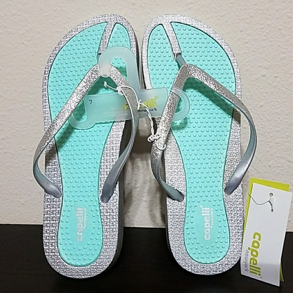 e74a17dc3f8c NEW Adorable Mint   Silver Flip Flops Sandals- Sz7